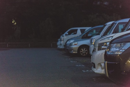 真夜中の駐車場